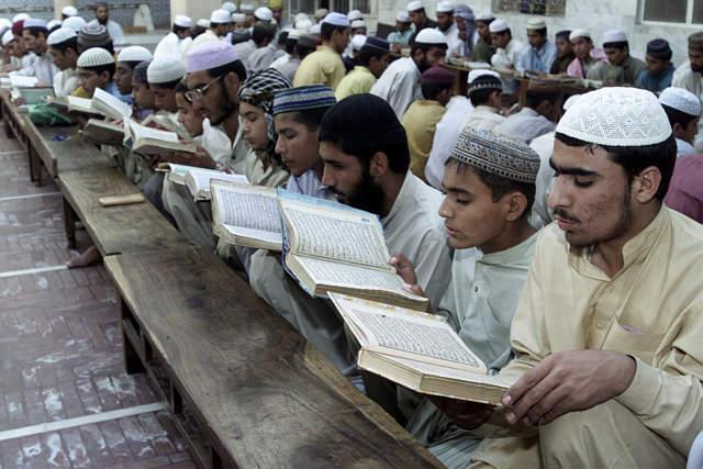 Hasil gambar untuk muslim Pakistan