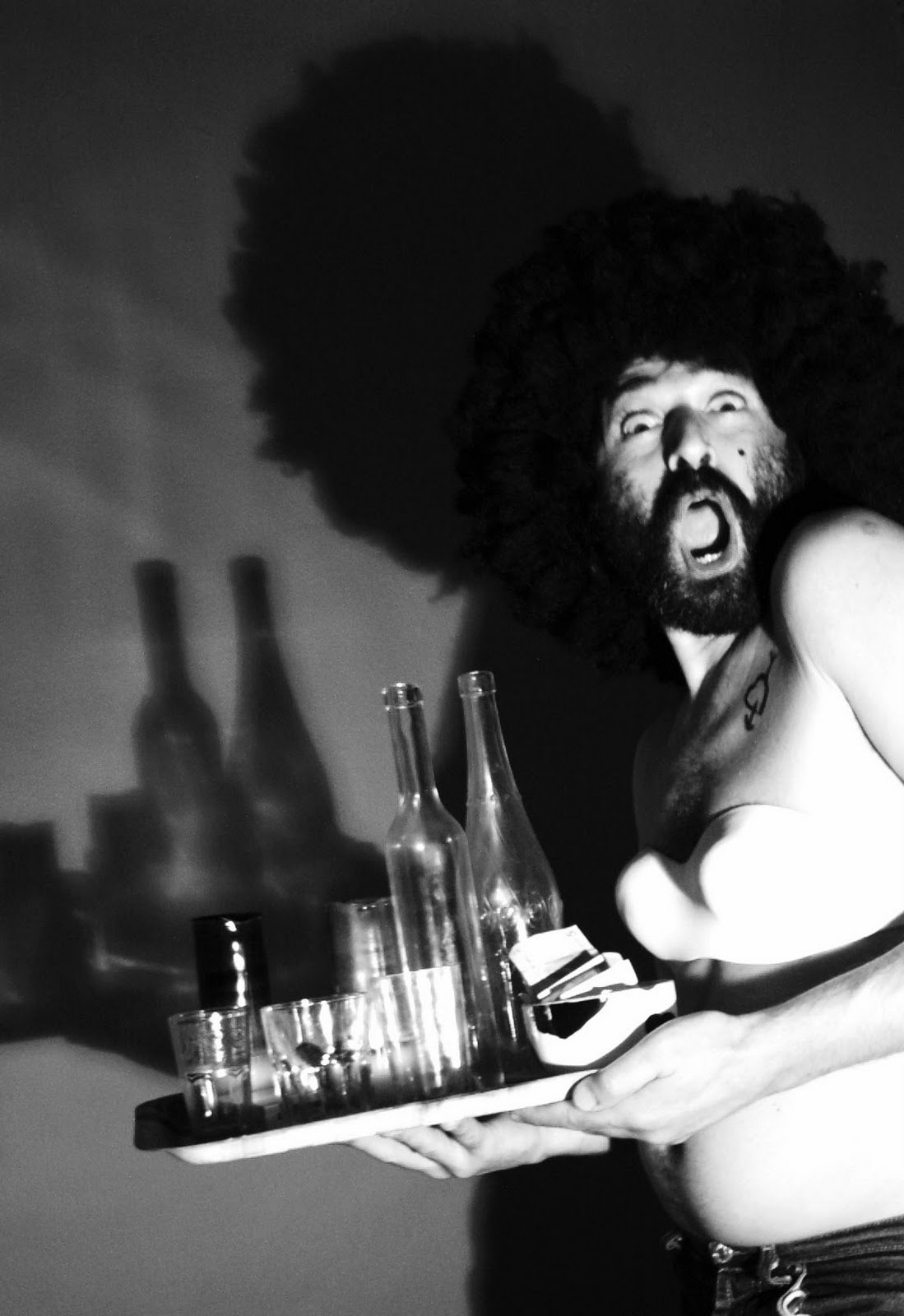 Bar De Putas daniel higiénico: una copa de champan en un bar de putas