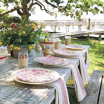 Southern Accents & Lindaraxa: Pretty Summer Tables