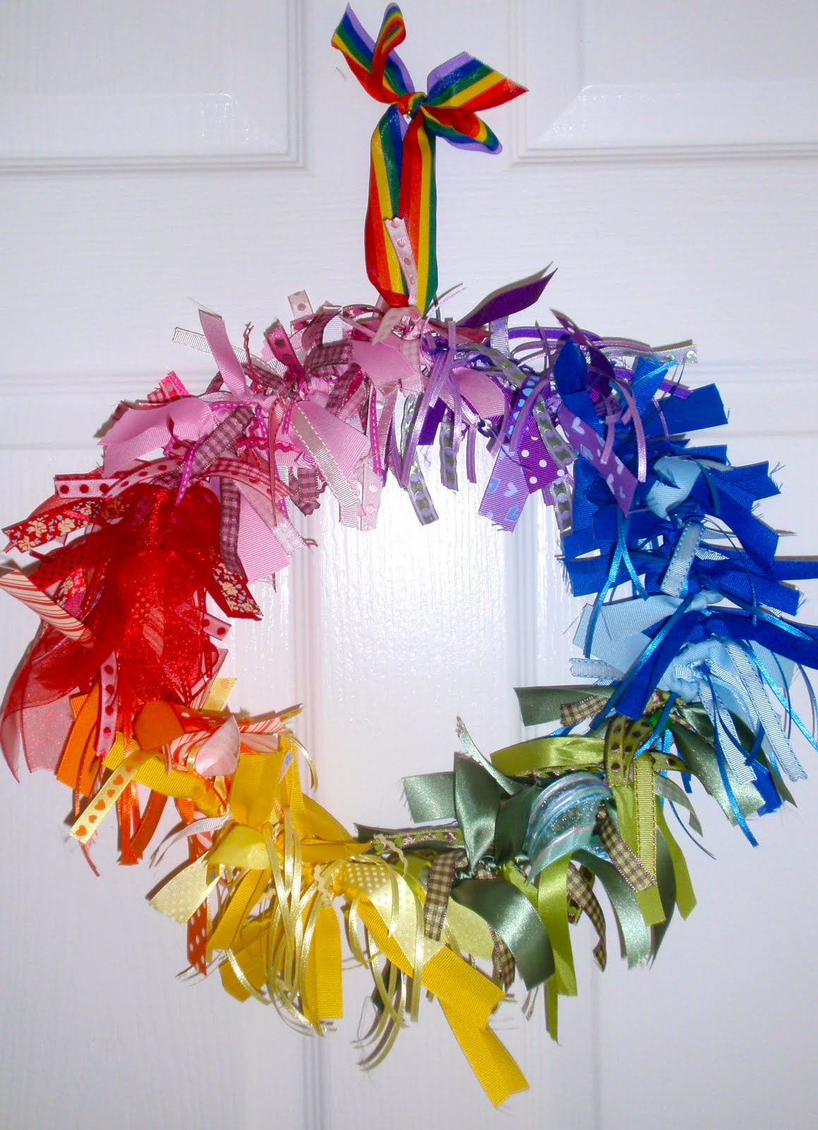 DIY Tutorial From A Catch My Party Member - How to Make a Ribbon Wreath