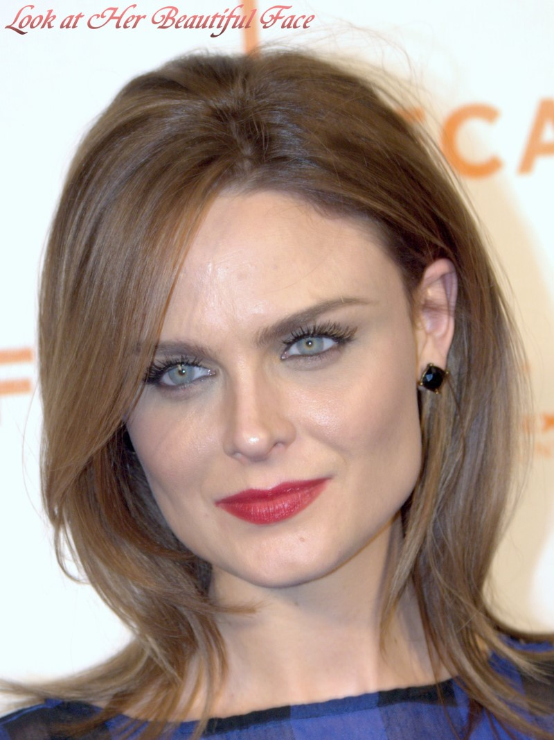 Look At Her Beautiful Face Look At Emily Deschanel