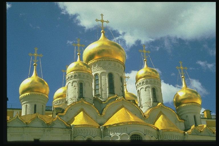 ON THE SPOT 10 Bangunan Gereja Teraneh dan Terunik di Dunia