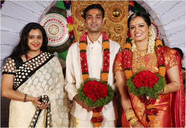 Samyuktha Verma Bhavana K S Chitra Venugopal Ramya Nambeeshan P V Chandran Sujatha And Others As Well Lets Take A Look At The Wedding Reception