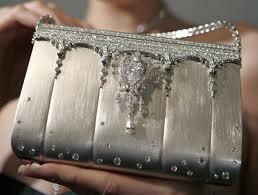 71c48353c 2. Hermes Matte Crocodile Brikin Bag: 120 mil dólares (87.433,45€). Hecho  con piel de cocodrilo con diamantes incrustados.