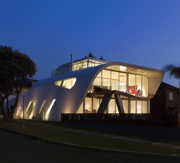 Modern Moebius House by Tony Owen Partners