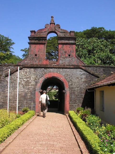 [Tellicherry+one+of+exits+from+British+fort.jpg]
