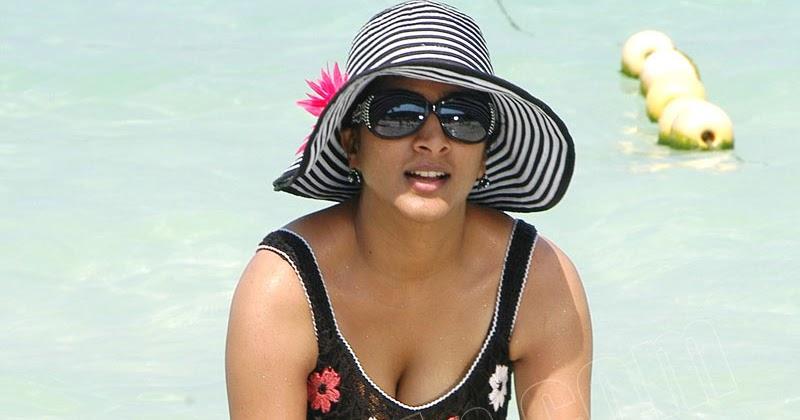 Deepika padukone boobs cleavage latest hd 2017 - 5 3