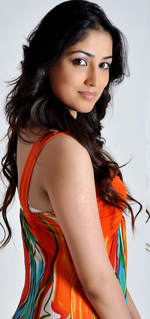 Yami Gautam Wallpapers Cute Think Is The First Step 4r Success Swww