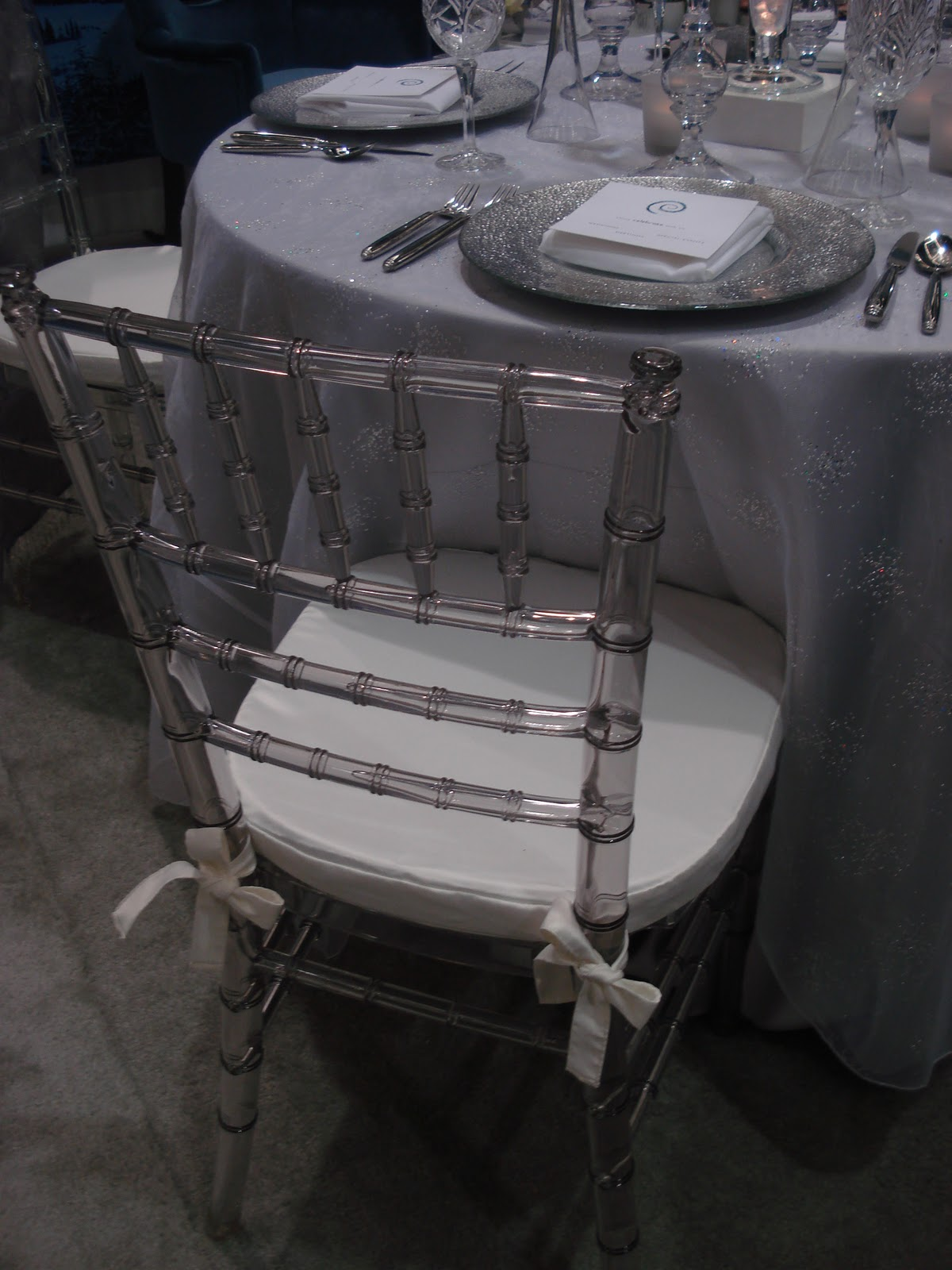 plastic chiavari chairs casual lounge nz black cab designs seattle wedding show 2011