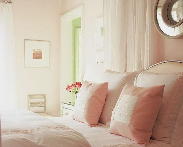 Quarto rosa com glamour. Blog Achados de Decoração