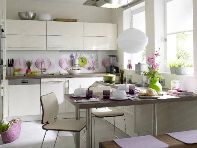 Cozinha clean com detalhes em verde e roxo. Blog Achados de Decoração