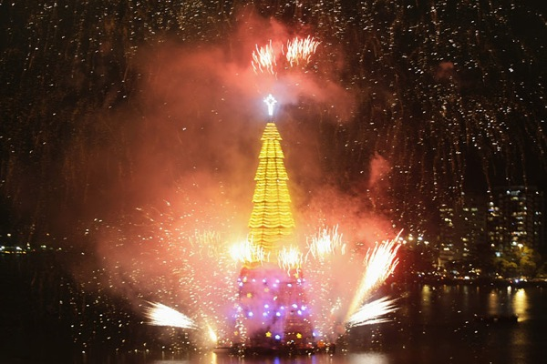 Floating Christmas tree in Rio de Janeiro: 5Pics +Video