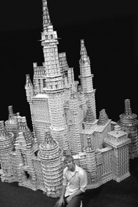 Esculturas feitas com cartas