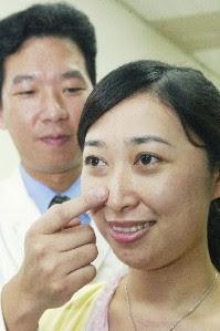 陳喬鴻眼科診所: 去除眼袋不留痕跡