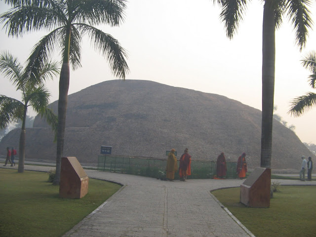 The Makutabandhana cetiya of the Mallas that marks the acutal cremation site of Buddha. This site is about 1.5km away from the main temple.