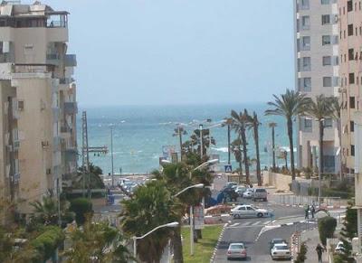 вид из окна на средиземное море в израиле