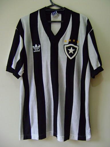 63f2bedc06 As fotos desse belo exemplar da Gloriosa mostram a camisa utilizada pelo  Botafogo durante a Copa União de 1987.