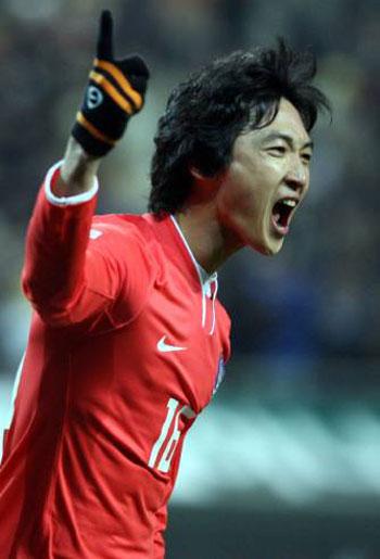 Kwak Tae-hwi scores again