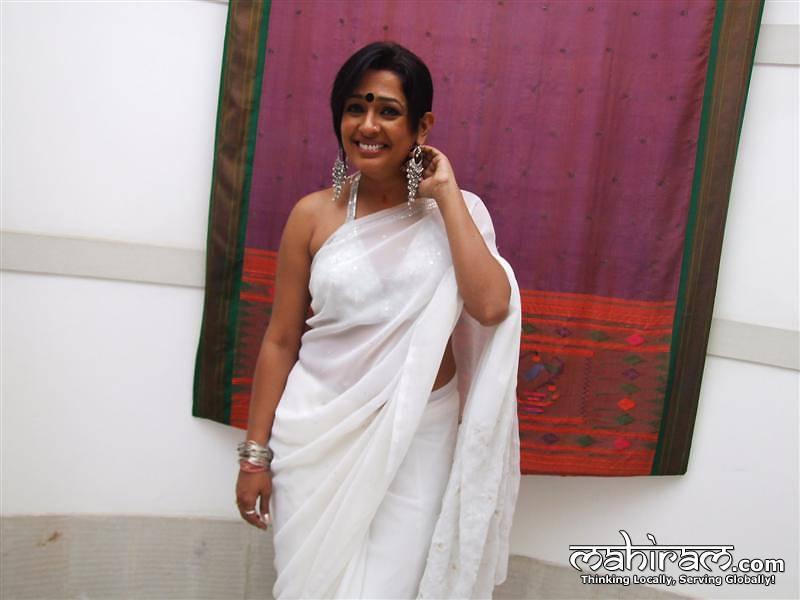 South Indian Cinema Actress: Bhuwaneshwari Aunty Hot Show