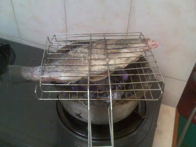 Ku Sendiri Kepada Sesiapa Yang Terasa Nak Makan Ikan Bakar Jerla Kat Umah Best N Puas Hati Je Arang Dapur Gas Tu Bila Dah