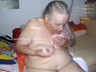 oma granny nudist
