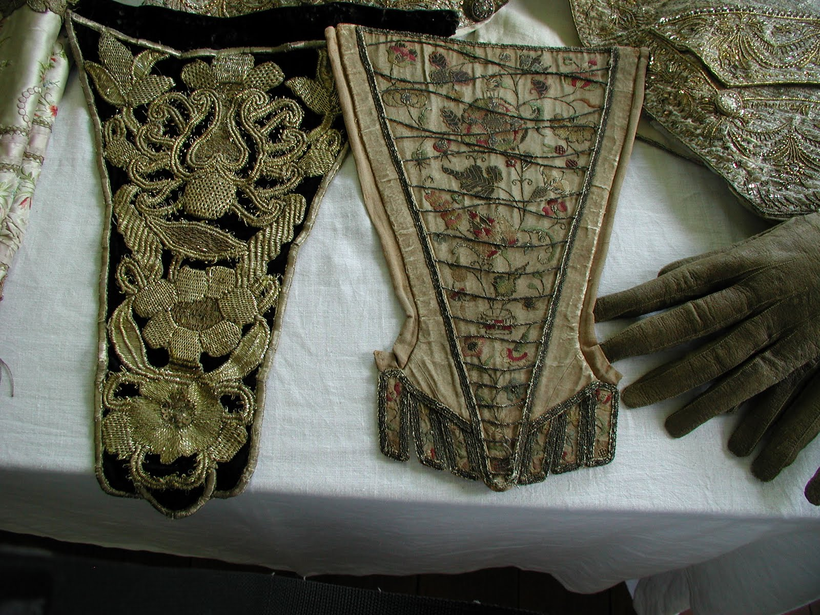 Mississippi Sisters 18th And 19th Century Items