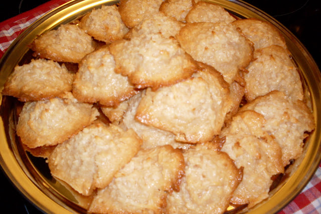 Coconut Macaroons, quick easy and delicious!