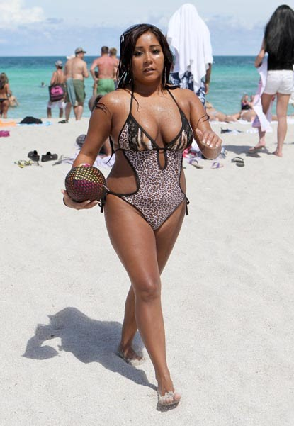 026278fad1 Jersey Shore's Snooki has never been a blushing wallflower. On Friday, she  bravely showed off her curves in a revealing one piece that flaunted her  body ...