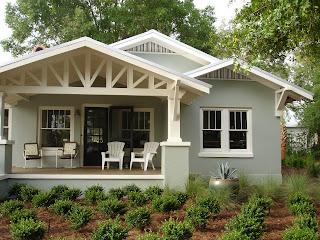 szürke színű családi ház