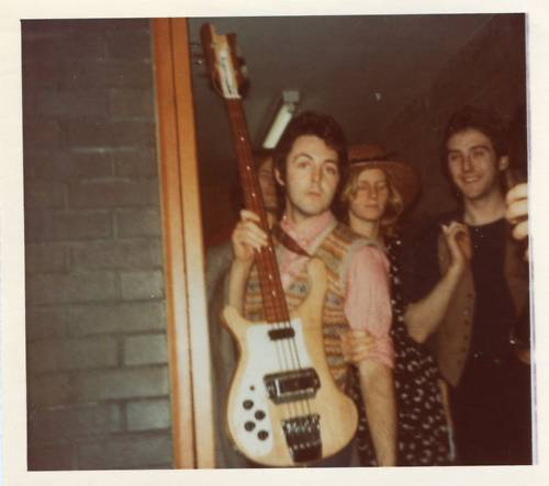 Paul & vest & Rickenbacker & Linda & Denny in a fan photo