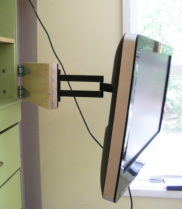 Pratie Place: My newest hack: a tv swivel arm extension