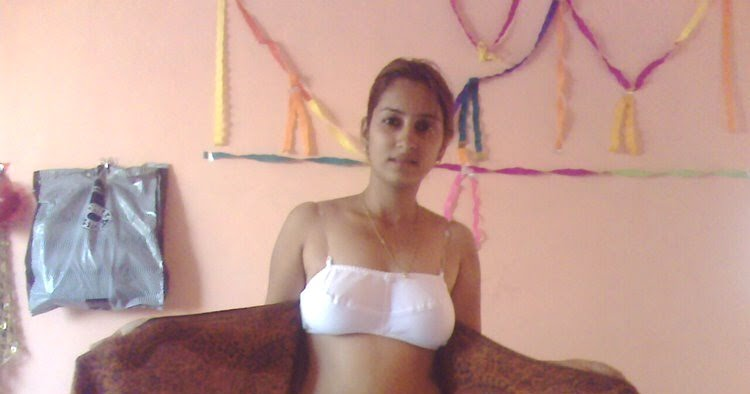 Hot Bikini 2011: indian saree navel under blouse belly with