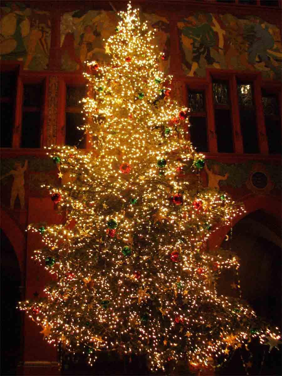 Put Lights On Christmas Tree