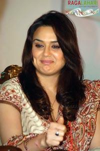 Preity Zinta Boob Show 25