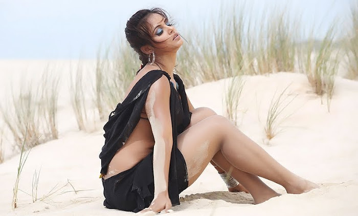 neetu chandra in beach from khiladi unseen pics