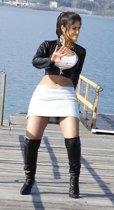 illeana posing dancig