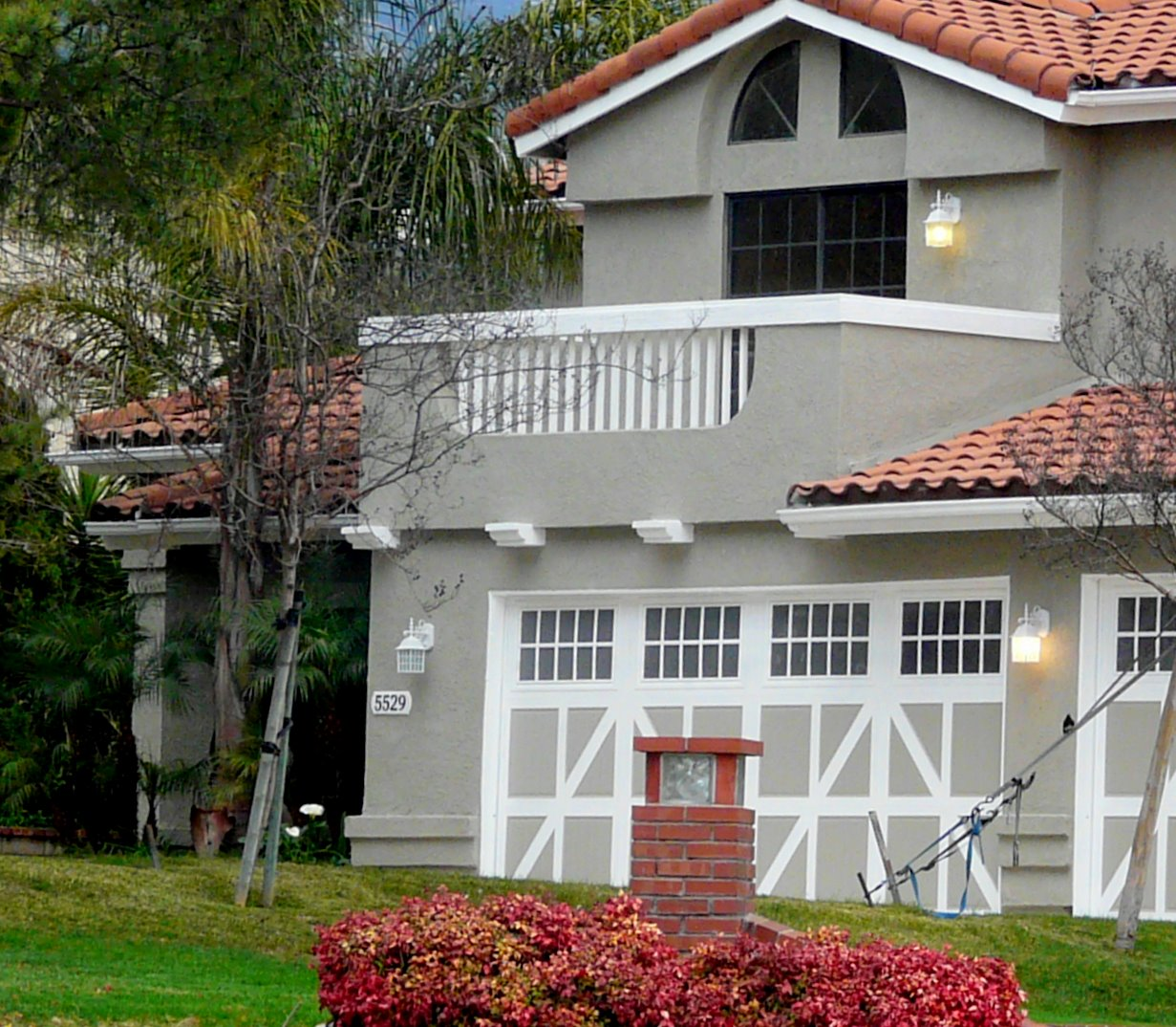 What Color Do I Paint My House: What Exterior Color Palette Should I Paint My Red-roofed
