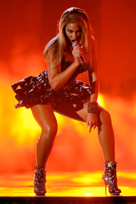 iChat+Image%28131412382%29 Beyonce Performs If I Were a Boy/You Outta Know at The 2010 Grammy Awards