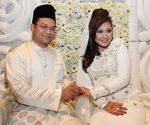 Najib, Rosmah attend wedding of Irwan Siregar's son