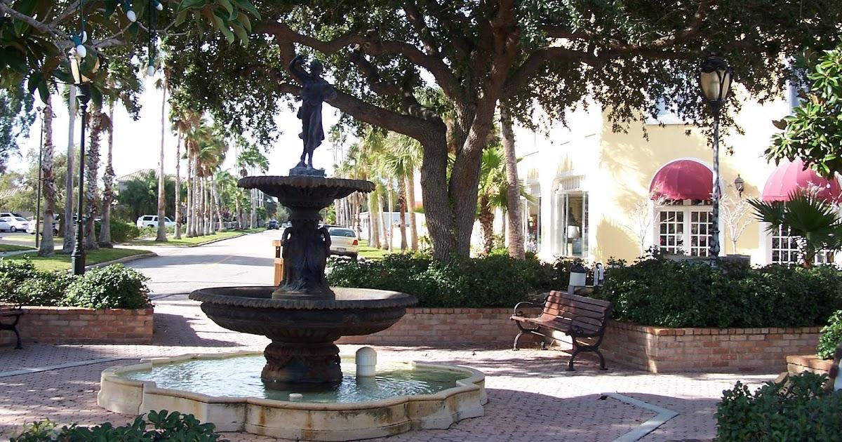 Venice Florida Daily Photo: Fountain Park