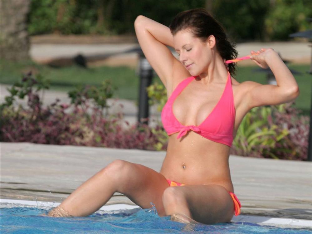 Brunette Miststück Abby brammell naked 1/2 minutes