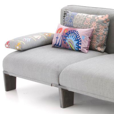 Canapea din materiale textile pretioase si lemn