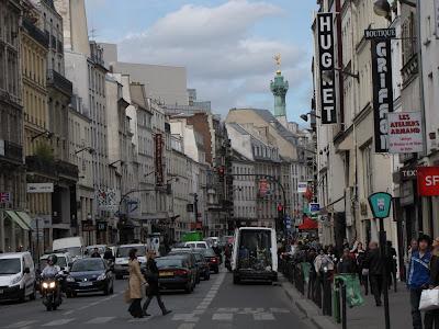 daily photo in paris rue du faubourg saint antoine. Black Bedroom Furniture Sets. Home Design Ideas