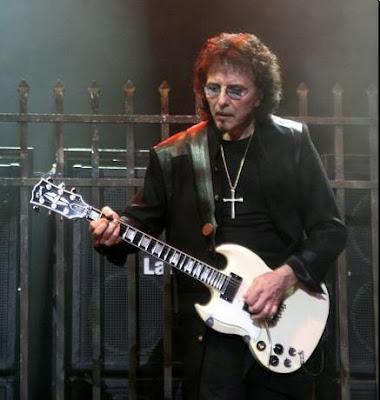 tony Iommi a la guitarra