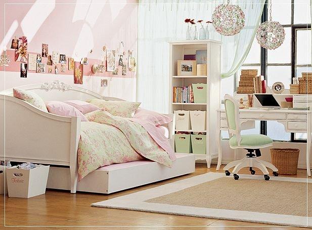 bedroom idea for girls teenager pale rose pink pretty decor space saver design craft corner study table idea inspiration