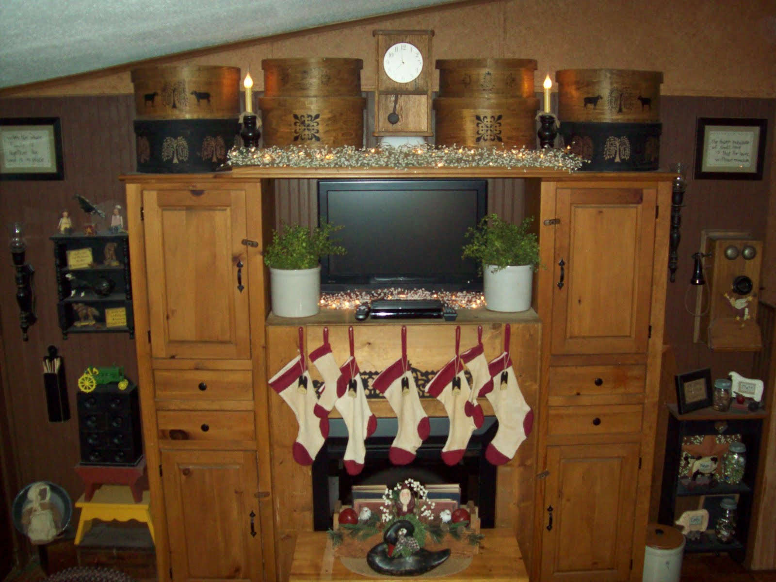 A Primitive Homestead: Christmas Living Room