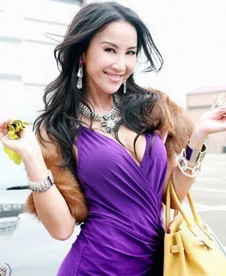 2f914528b50 coco lee with her yellow birkin...(looks more like a curry colour birkin to  me)