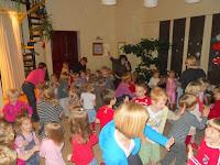51148874027 Reedel, 12.veebruaril toimus meie traditsiooniline sõbrapäevadisko. Lapsed  olid selleks hoolega valmistunud - selga oli pandud ilusad sätendavad  diskoriided ...