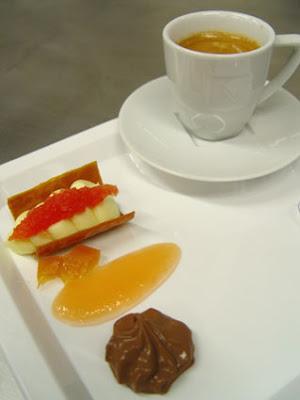 Sobremesa Chocolate+Branco+Grappefruit gel%C3%A9ia+ chocolate bx - Chocolate - Aula com o chef Frédéric Bau da Valrhona