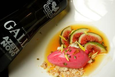 Figos+com+Calda+de+Laranja+Merengue+de+Pimenta+Rosa+e+Sorbet+de+Framboesa2 - >Figos com Calda de Laranja, Merengue de Pimenta Rosa e Sorbet de Framboesa por Bel Coelho